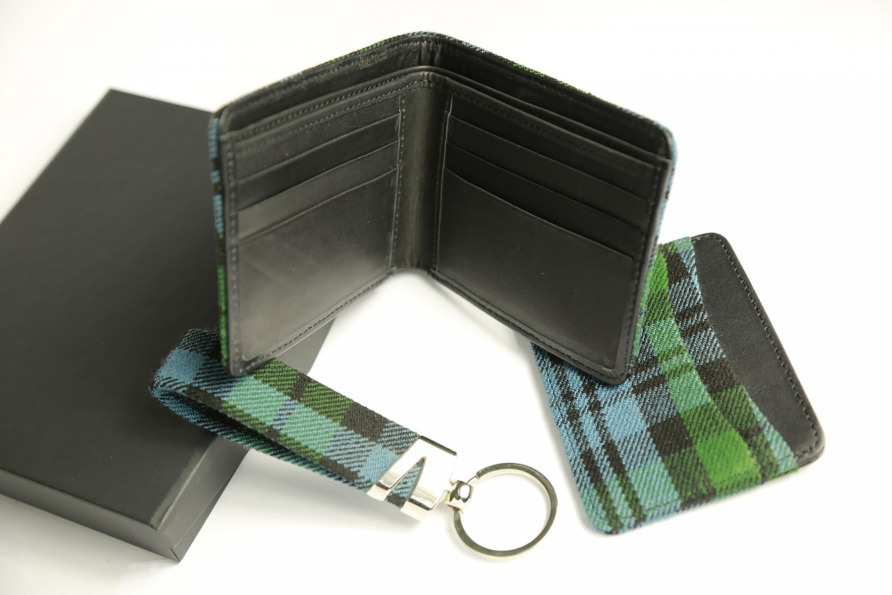 wallet_card_hold_key_chain_tartan_gift_set.jpg