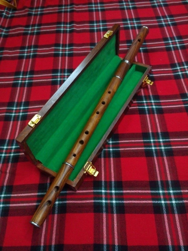 irish_music_d_flute_rosewood_professional_flut_box_with_flut.jpg